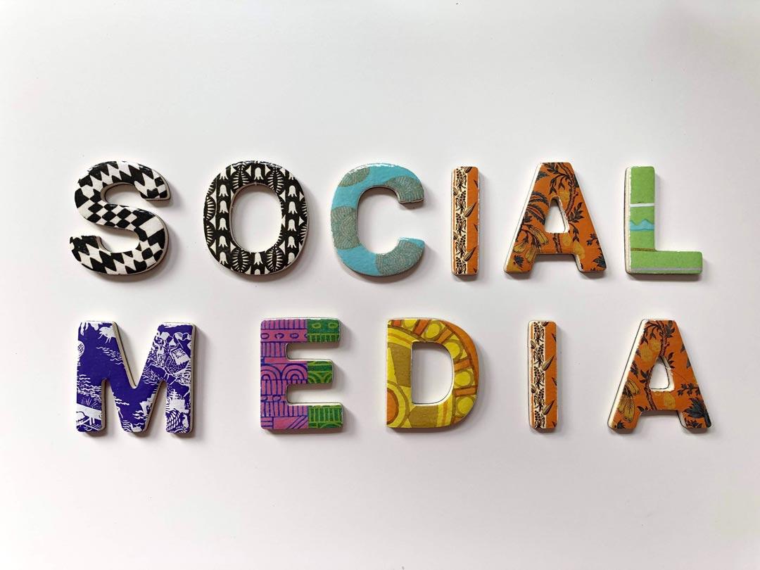 Cartel con Social Media